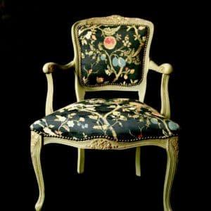 Unikatowy fotel w stylu ludwika